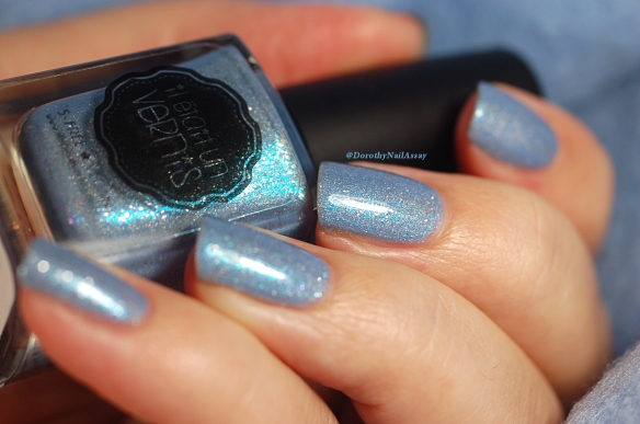 swatch Hydrangea il etait un vernis glass flakes blue power!
