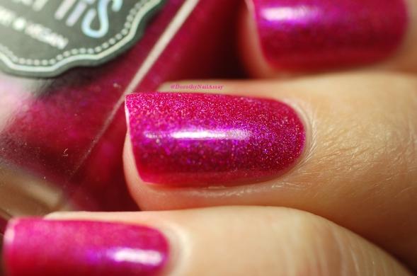 Il Etait Un Vernis Under the Pink! shimmer rose electrique! Lumière artificielle
