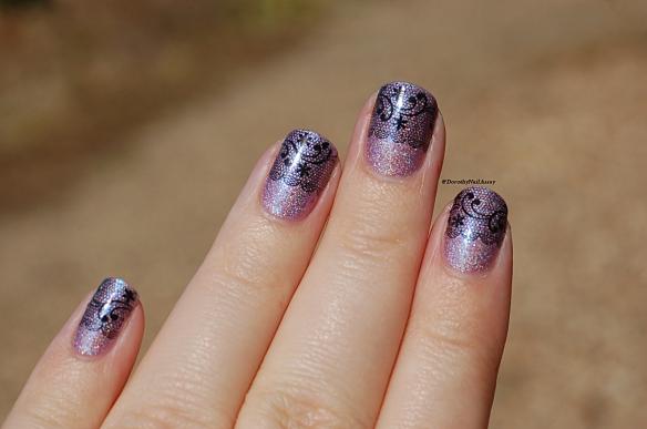Nail Art dentelle (mewow) pourl'anniversaire de Vanille et les vernis