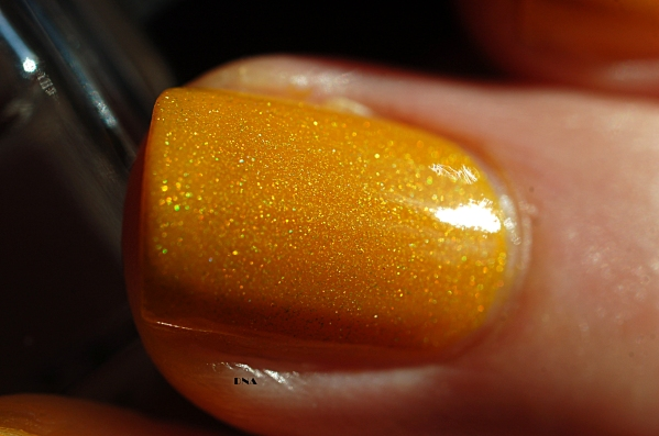 Il Etait Un Vernis Hello Sunshine in the sun indirect light