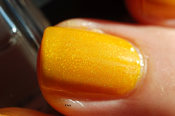 macro Il Etait Un Vernis Hello Sunshine in the sun