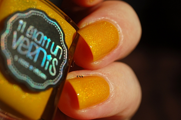Il Etait Un Vernis Hello Sunshine in the sun see the beautiful and subtil holo