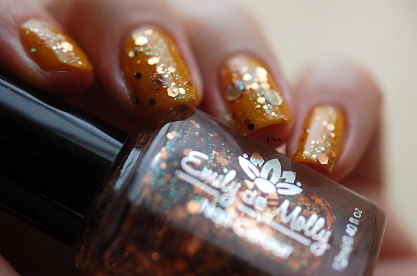 nail art façon ambre avec Il Etait Un Vernis # Hello Sunshine & Emily de Molly natural light