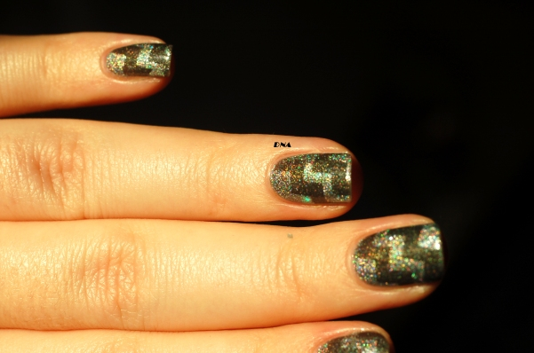 geometric nail art with greys from Il Etait Un Vernis