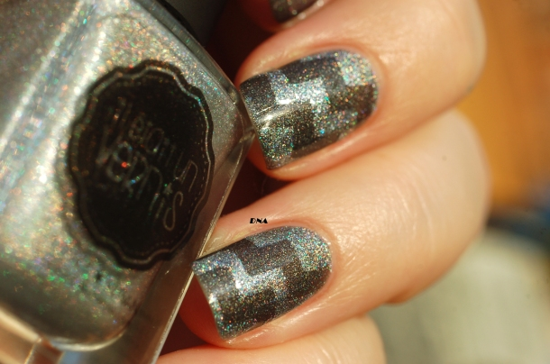 close up geometric nail art with greys from Il Etait Un Vernis