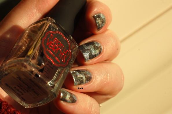 nail art géometrie holographique 9