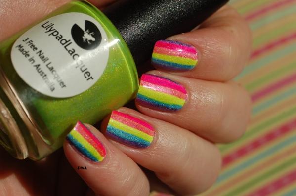 les lignes allongent les ongles courts (les miens ne le sont pas mais c'est un super nail art si les tiens sont courts)