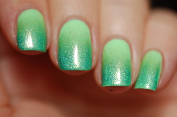 green gradient nail art : Il etait un Vernis Mint To Be Yours, Matcha doing Today + EP Ectoplasm