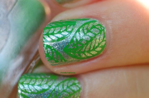 macro nail art leaf