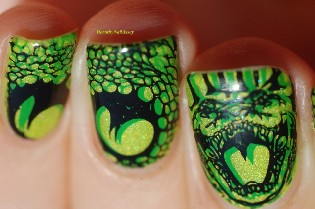 snake double stamping (stamping polishes are Née Jolie neon green and Pueen Black Jack)