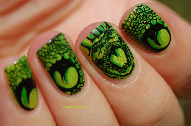 snake nail art (double stamping for a 3D effect)