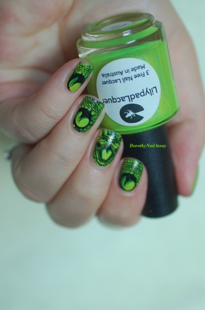 snake nail art indoor natural light