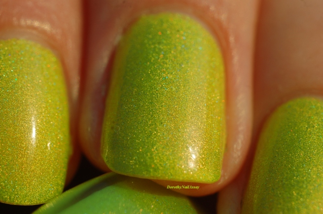 gros plan swatch zombee lilypad lacquer