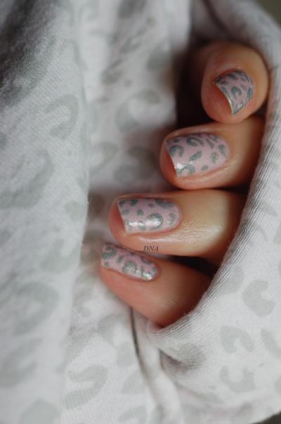 Léopard rose et gris par Il Etait Un Vernis