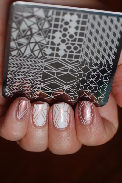 geometric nail art avec la plaque Nicole Diary's
