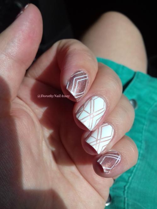 nail art geometric avec le superbe doré de Il Etait Un Vernis