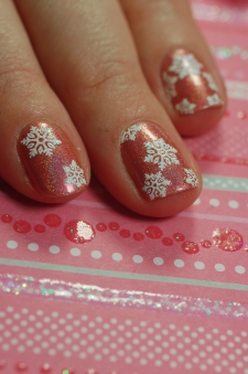 nail art flocons irirdescents