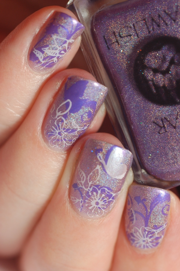 nail art violet holo